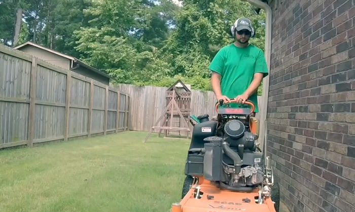 best-radio-headphones-for-mowing
